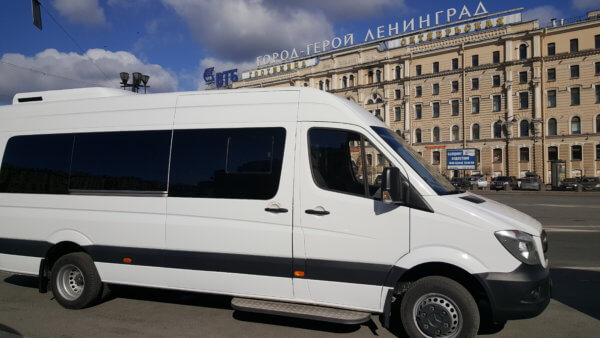 Аренда автомобиля в СПб с водителем